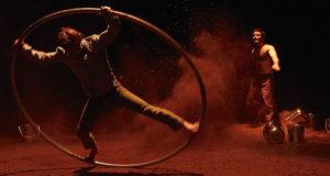 "Compañía de circo ""Les pieds, les mains et la tête aussi presenta espectáculo ""Santa Madera"" @ Centro Cultural Matucana 100 | Santiago | Región Metropolitana | Chile"